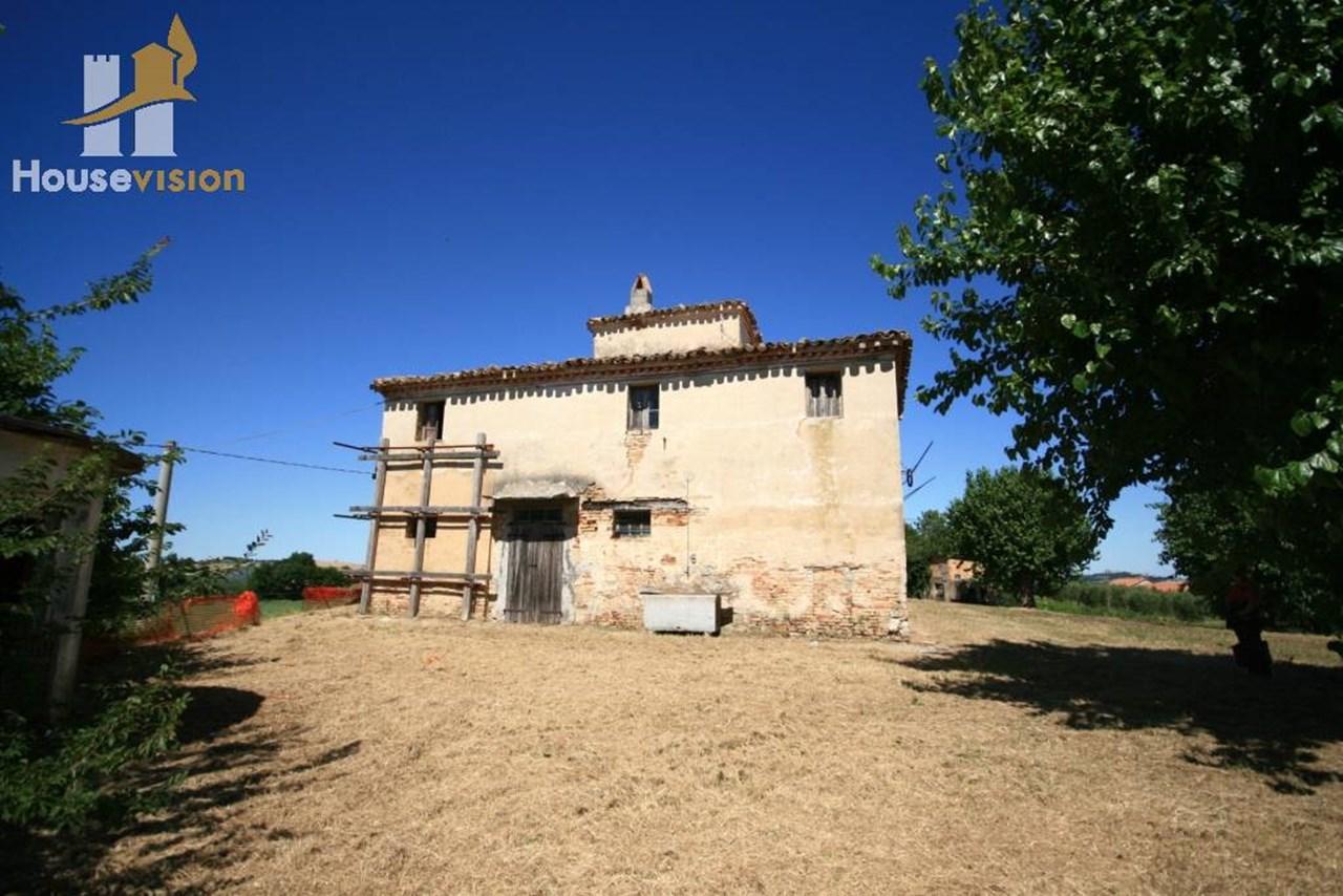 Villa Storica Con Torretta Da Ristrutturare Nelle Colline