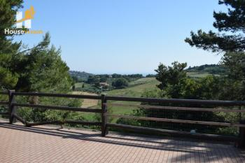 Sea view farmhouse for sale near Fano