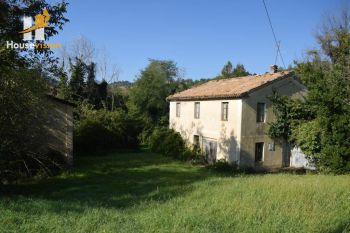 For sale farmhouse to renovate with land