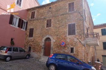 APARTMENT IN THE HISTORICAL CENTER OF MONTECAROTTO