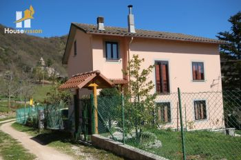 Detached house with land in the Marche region