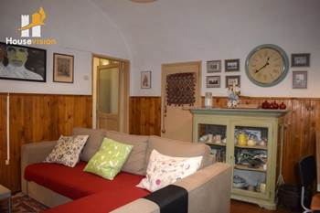 Arcevia historic center apartment and garage for sale