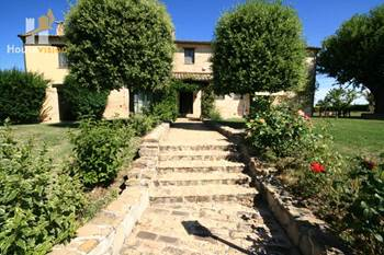Corinaldo for sale farmhouse with pool le Marche