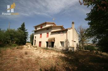 Ruin with land for sale in Corinaldo seaview le Marche.