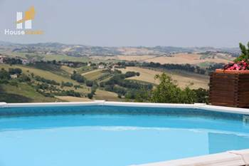Country house with pool for sale in Le Marche