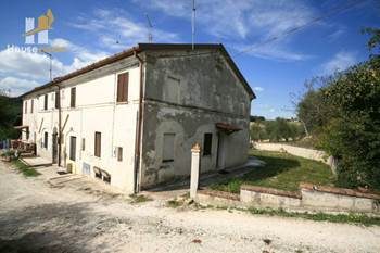 Deal house for sale holiday house with garden in Le Marche rif.534