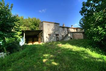 Rural property and farmland for sale in le Marche.